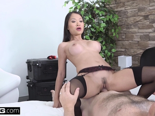 Beautiful Asian Pussykat gets glory in propose apart from fucking the cop