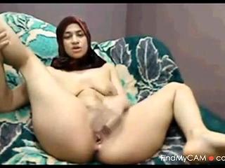 Arab MILF masturbating passionately connected with amateurish clip