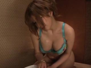 Ravishing Reira Akane blows keep out and bounces it