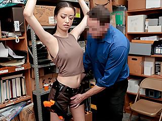 Scarlett Bloom in Case No. 1022193 - Shoplyfter