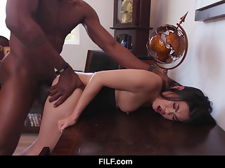 FILF - Outrageous On Yellow - Cindy Starfall Applies For A New Pursuit And Gets Evenly