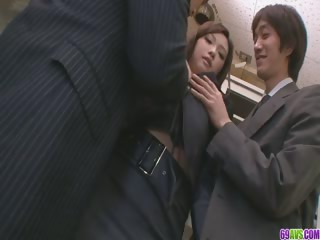 Several Guys Fuck And Creampie Aiko Hirose At The Office